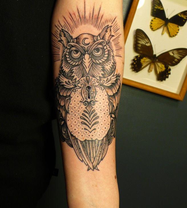 bleu noir tatouages