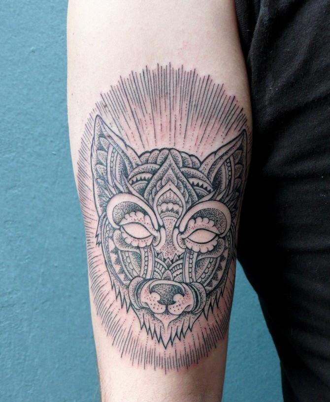 tatouage bleu noir