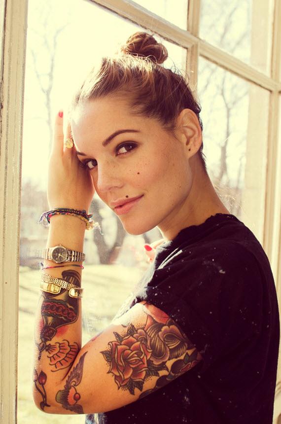 tatouage bras femme fleurs