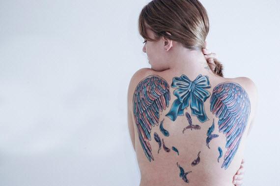 tatouage noeud coloré