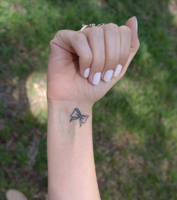tatouage noeud discret