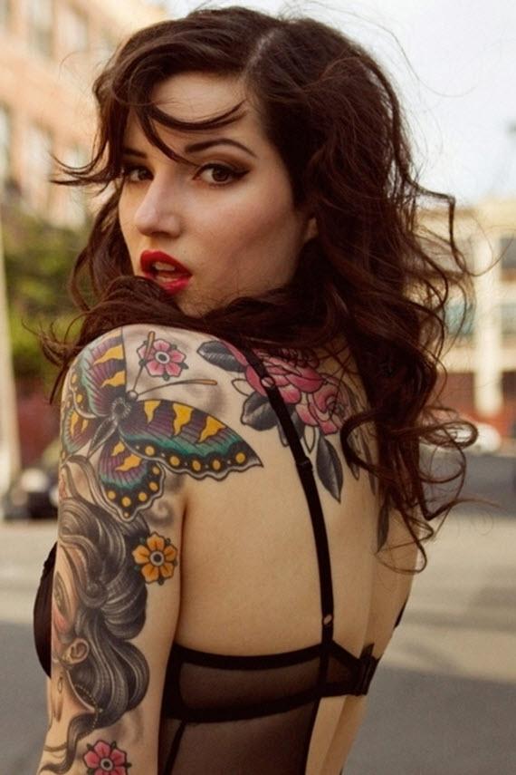 tatouage papillon femme pin up