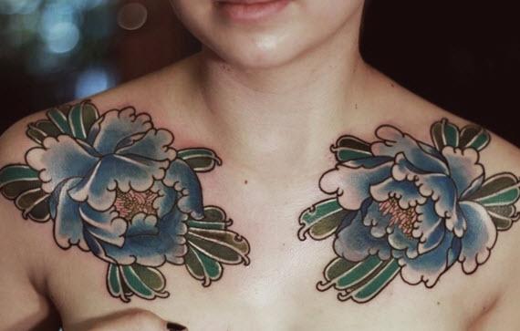 tatouage clavicules fleurs