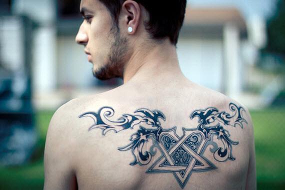 tatouage dos homme