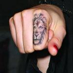 lion doigt