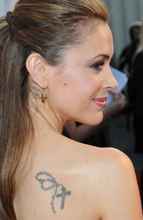 tatouage Alyssa Milano croix jesus