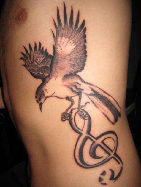 tatouage-colombe-hanche