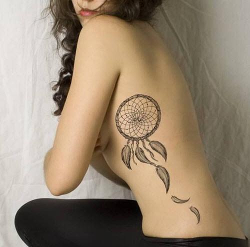 le tatouage sur les côtes